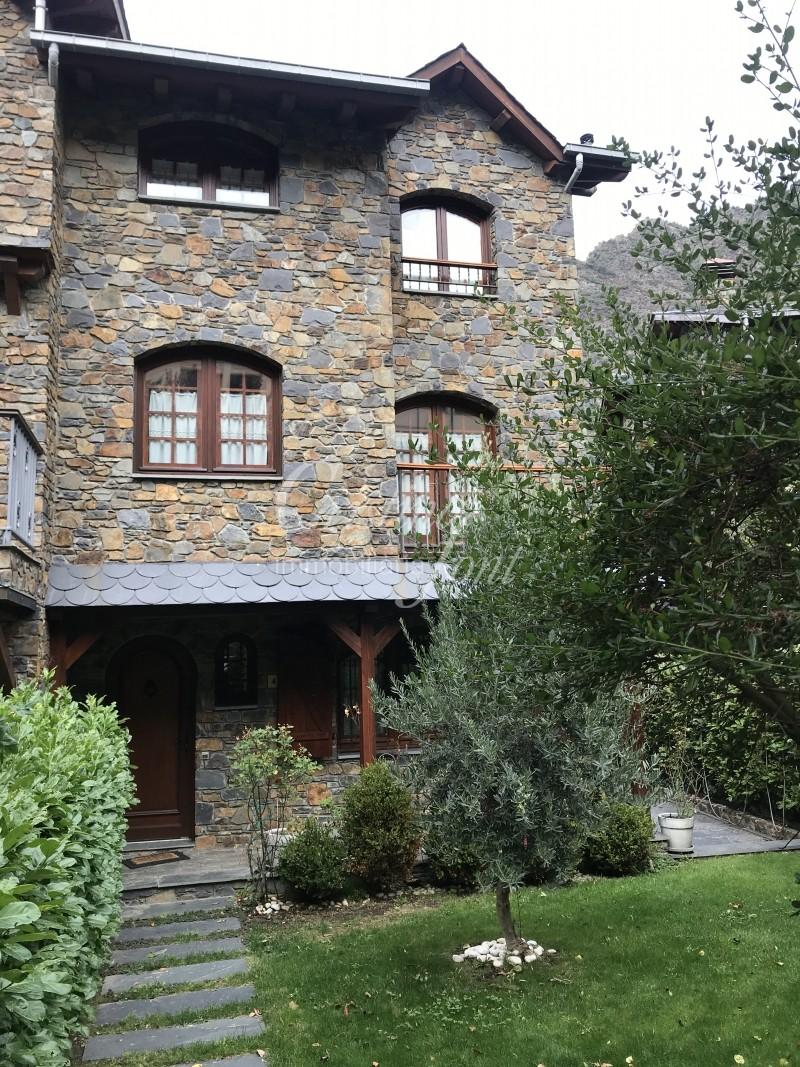Casa adossada de lloguer a Andorra la Vella, 5 habitacions, 350 metres